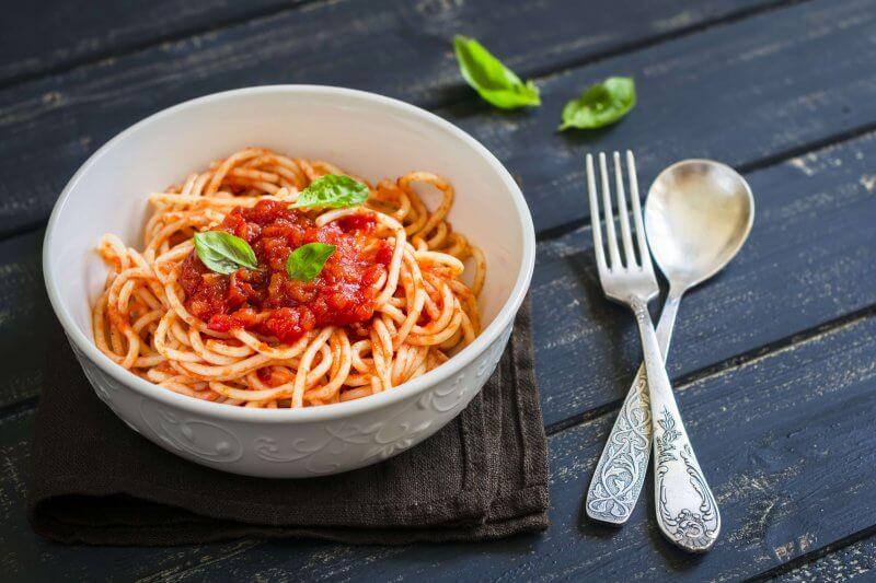 Spaghetti à la sauce tomate piquante - Pauline&Olivier