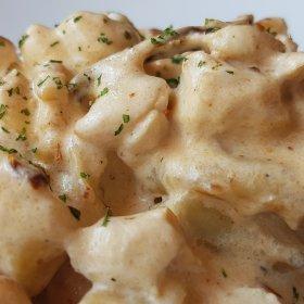 Gnocchi à la truffe, pancetta grillée et crème de parmesan