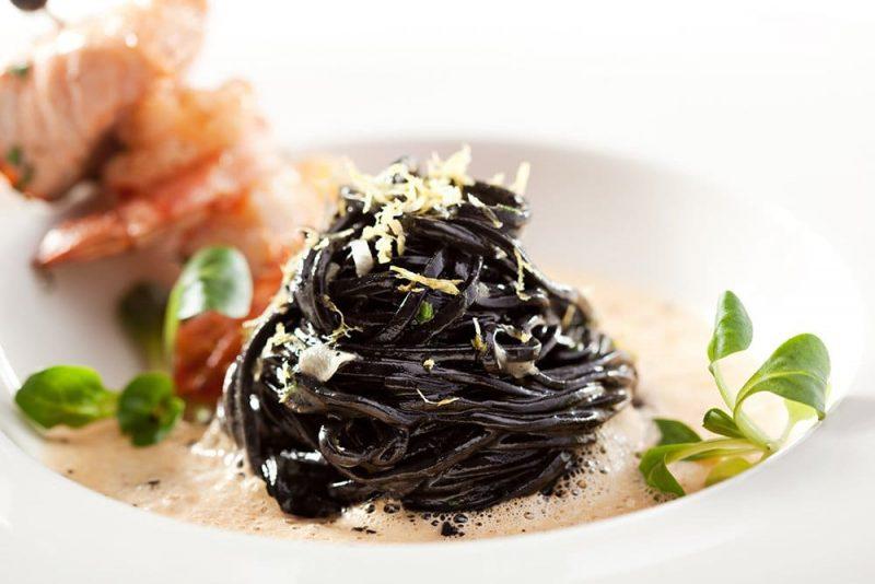 Fettuccine à l'encre de seiche aux oeufs frais - Marcozzi di Campofilone