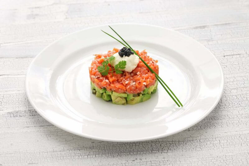 Tartare de saumon avocat et salsa tartufata